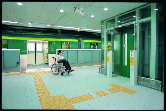 woman in wheelchair easily accessing the platform from the train